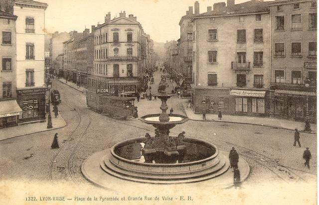 http://www.alyon.org/InfosLyon/photos/Lyon/places/place_de_la_pyramide.jpg